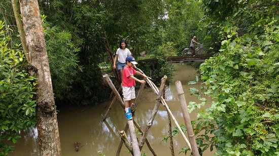 Travel Sense Asia: Getting around the canals poses some interesting challenges. This is how you get to school.