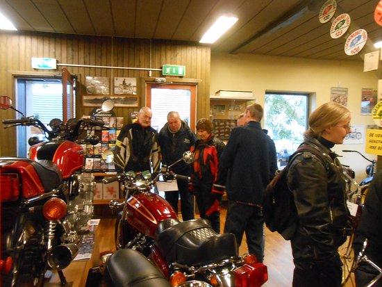 Stubbekøbing, Danmark: Her ses der på 2 af de over 150 udstillede Motorcykler, hvoraf den ældste er fra 1897