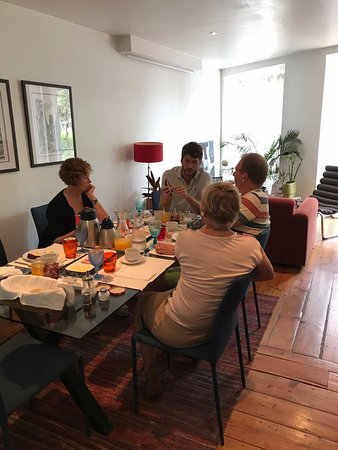 B&B Zuzabed: Leisurely, informative breakfast with Diego and guests
