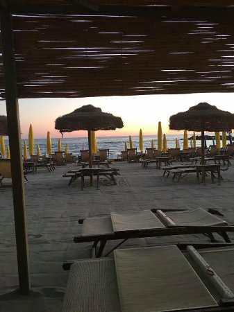 Marina di Massa, Itálie: la spiaggia di sera