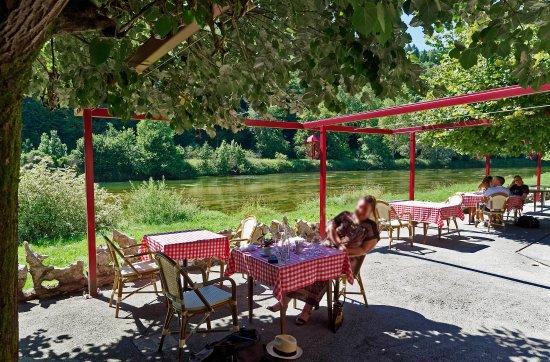 La terrasse - un rêve! - Bild von CHEZ GERVAIS, Chenecey-Buillon ...