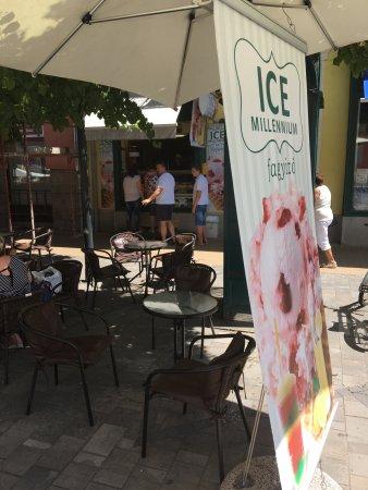Hodmezovasarhely, Hongaria: Ice Millenium