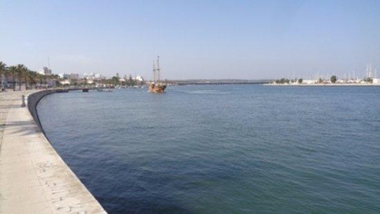 Santa Bernarda: saindo do canal do porto