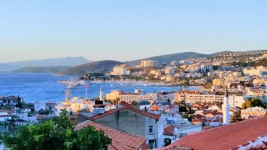 Kuşadası Cennet Pension terastan körfez-şehir manzarası
