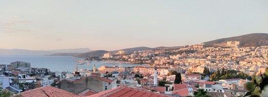 Cennet Pension terastan Kuşadası şehir ve deniz manzarası