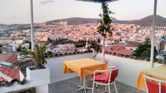 Kuşadası Cennet Pension terastan şehir manzarası