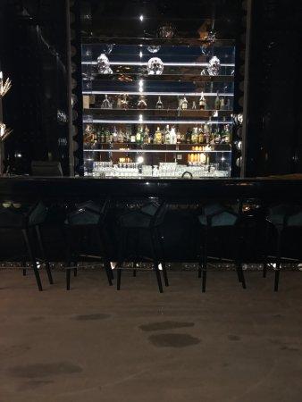 бар на первом этаже