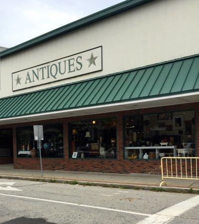 Putnam, CT: Antiques Marketplace
