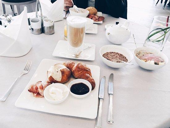 Waldbronn, Alemania: Frühstüchsbuffet