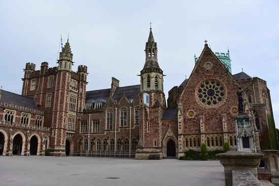 ‪Clifton College‬