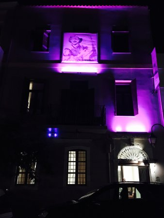 Hotel Splanzia: Buitenkant in de avond