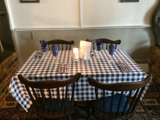 Hollingbourne, UK: Your table is ready!