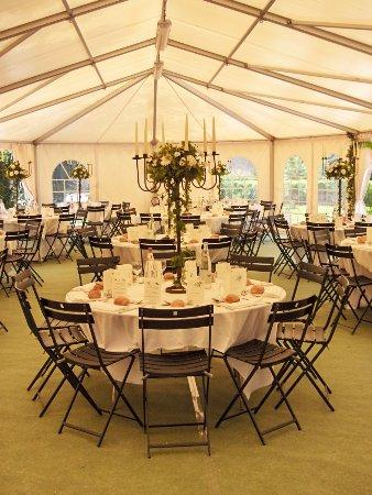 Varennes-Jarcy, France: Un décor bucolique pour votre mariage avec le Garden Cottage et ses 120m² en plein air