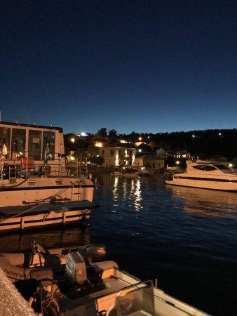Kastos Island, Griechenland: Enfrente del muelle del puerto de Kastos