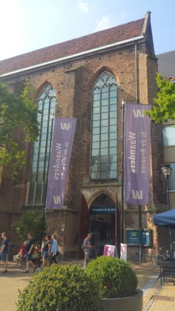 Waanders In De Broeren: esterno