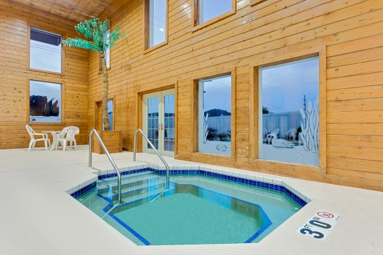 Richland Center, WI: Hot Tub