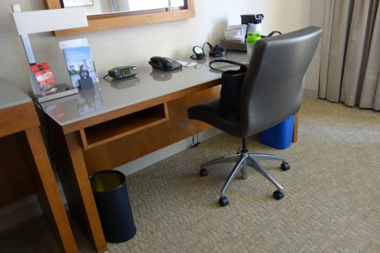 The Westin San Diego Gaslamp Quarter: Desk area