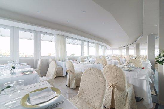 President Park Hotel: Roof Garden, sala per 280 posti con terrazza panoramica e con vista mozzafiato sui Faraglioni