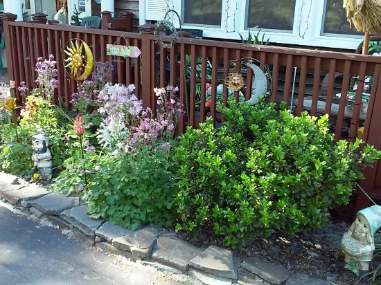 Hillsdale, NY: Office front garden/deck