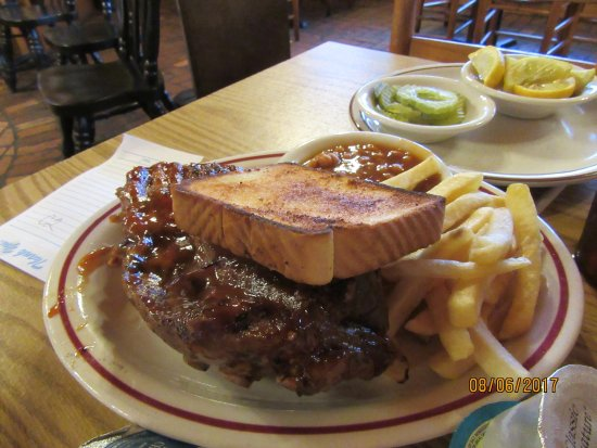 Hogansville, GA: half rack of ribs