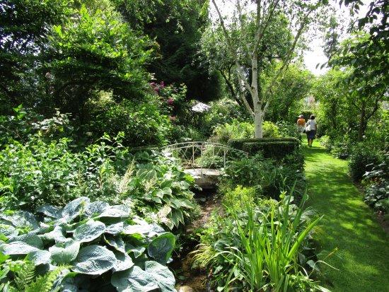 Le Superbe Manoir Vu Du Jardin Blanc Picture Of Jardins D
