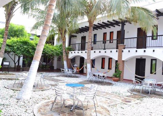 Sansiraka Hotel: Sillas al aire libre. Espacios para compartir en familia o pareja.