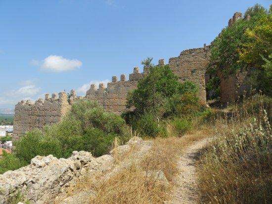 Corbera, สเปน: The castle wall.