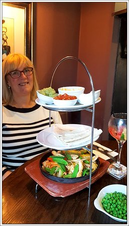Stokesley, UK: The Chicken Fajitas come sizzling and impressively presented