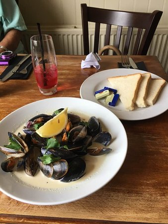 Swaffham Bulbeck, UK: Mussels starter was plenty!!