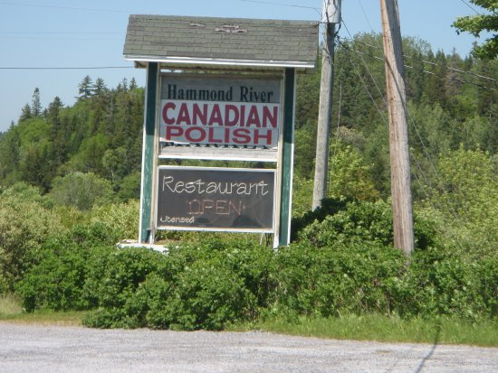 Quispamsis, Canadá: Could the sign use some sprucing up?