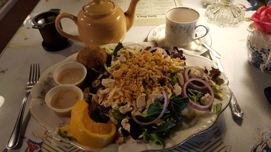 Morris, IL: Anna's Asian Salad with Cinnamon Muffin