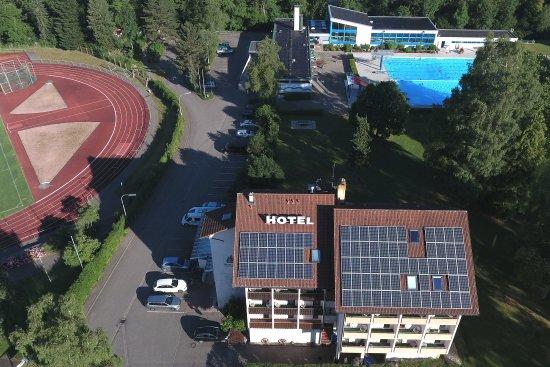 Hotel Klosterhof: Unser Hotel ist idyllisch gelegen. Ein öffentliches Schwimmbad ist von uns aus nutzbar.