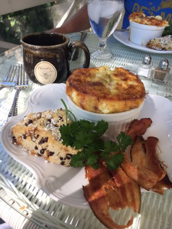 Horicon, WI: Southwest Egg Souffle and the most amazing chocolate chip scone!