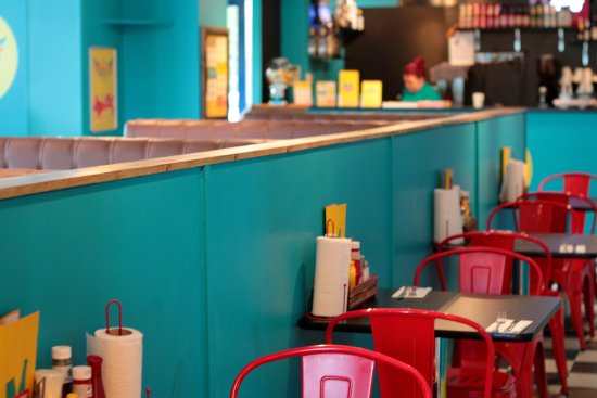 Holy Moly's Deep South Kitchen: Interior!