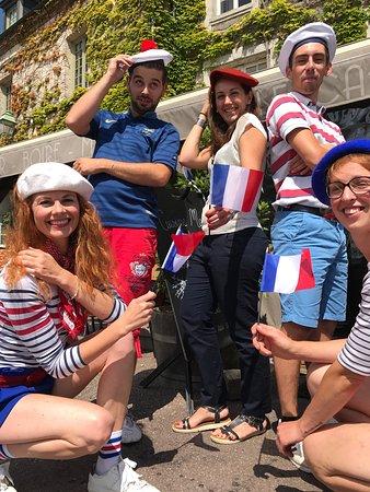 Beaumont-en-Auge, فرنسا: vive le 14 juillet au Café des Arts!!!🇫🇷
