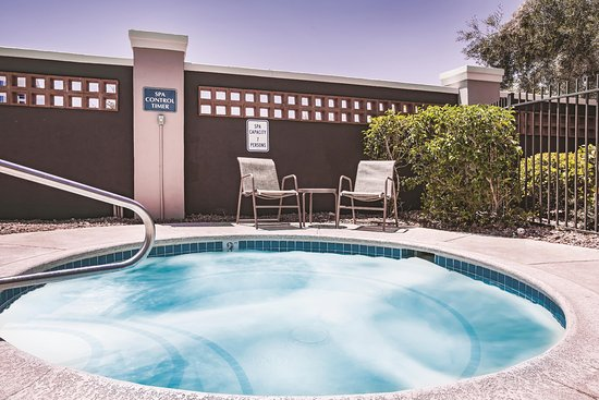 La Quinta Inn & Suites by Wyndham Las Vegas Summerlin Tech, hoteles en Las Vegas