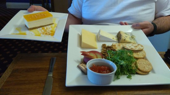 Falfield, UK: Passion fruit cheesecake and cheese and biscuits