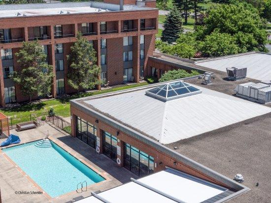DoubleTree by Hilton Hotel Syracuse: Piscina externa