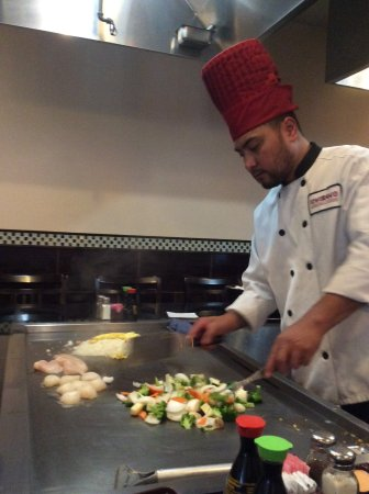 ‪‪Lansing‬, ‪Kansas‬: Hibachi chef at Ichiban‬