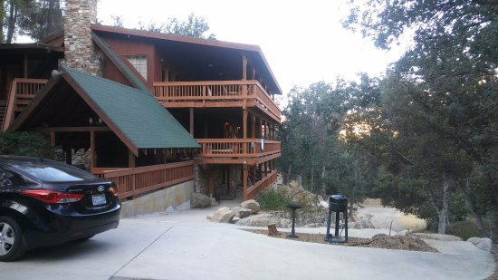 Whispering Pines Lodge: this is the cabin like rooms at the end of the property ..GREAT Views!