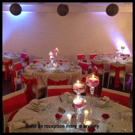 Moissy-Cramayel, Frankrike: mariage a la française France 77550  moissy cramayel thèmes rouge et blanc moderne chics séminai
