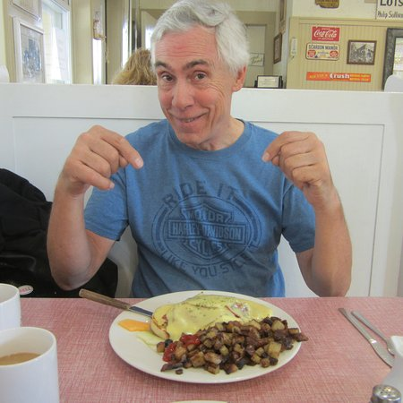Main St Ice Cream Parlor: the face says it all...............eggs benedict and the best homefries