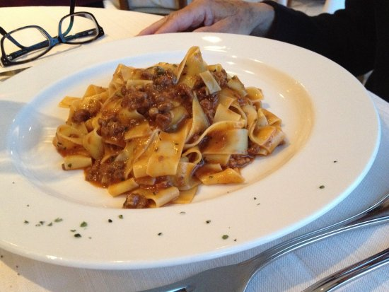 Gorgonzola, Italy: tagliatelle al ragù