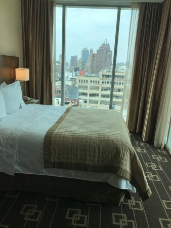 Wyndham Garden Chinatown: Corner room with NYC views