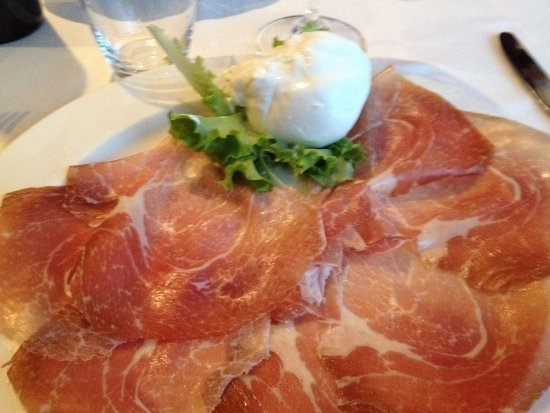 Gorgonzola, Italy: culatello e burrata