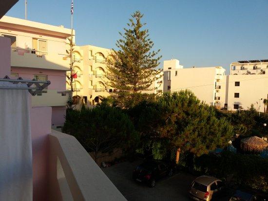 Evelyn Beach Hotel : 20170615_063944_large.jpg