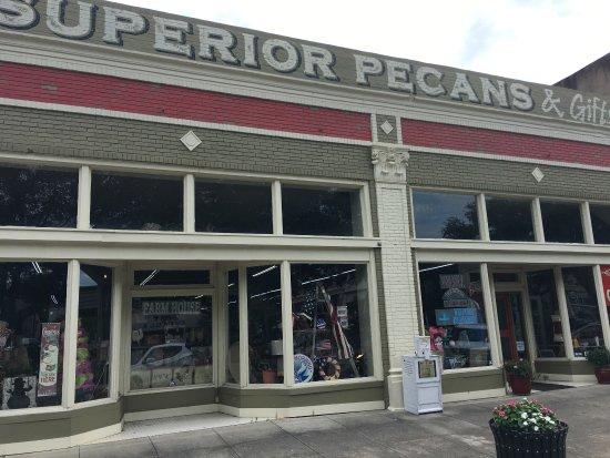 Superior Pecans & Gifts照片
