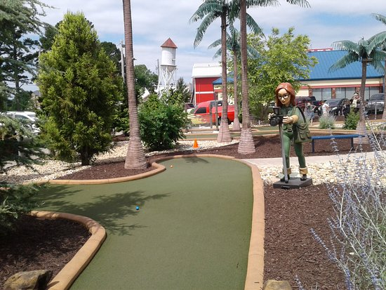 Shoot For the Stars Mini Golf: More characters to tell you something funny!