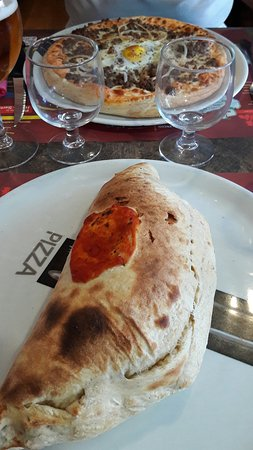 Fresnay-Sur-Sarthe, France: Pizzas bien garnies et délicieuses