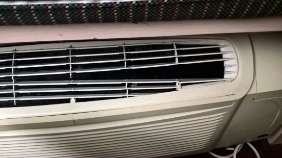 The Floridian Hotel and Suites: Broken air conditioning grille